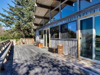 Vintage charm in a beach cabin with amazing views - Neskowin vacation rentals