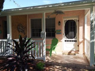 Another Cocoa Beach Cottage Downtown  - Walk to th - Cocoa Beach vacation rentals