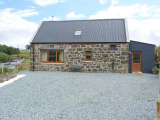 THE OLD MILL, detached, en-suites, woodburner, mountain views, in Staffin, Ref 5915 - Balmaquein vacation rentals