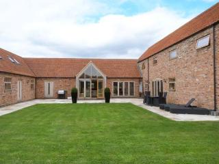 MOOR FARM BARNS, en-suite bathrooms, WiFi, Hot tub, in Doddington, Ref 30178 - Nottinghamshire vacation rentals