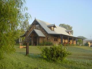 Bonn Abbey Hunter Valley - Broke vacation rentals
