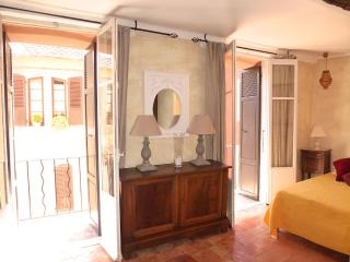 Splendid Studio With 2 Balconies and WiFi - Cagnes-sur-Mer vacation rentals