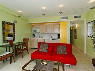 One-bedroom with ocean view and central AC; 5 min. walk to beach.  Sleeps 4. - Waikiki vacation rentals