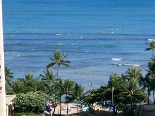 One-bedroom with ocean views and central AC; 5 min. walk to beach. Sleeps 4. - Waikiki vacation rentals