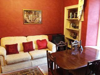 Edinburgh Centre Apartment - Edinburgh & Lothians vacation rentals