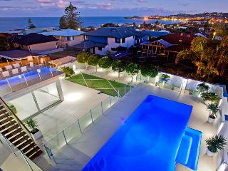 Limelight at Terrigal (Wamberal) sleeps 18 people - Terrigal vacation rentals