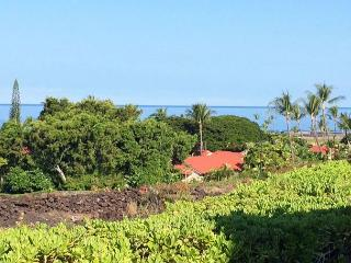 Luxurious 3 Bedroom Townhome with Lovely Ocean Views! Close to Everything! - Kailua-Kona vacation rentals