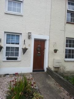 Cosy two Bed Cottage 100 yards from Southgate tube - London vacation rentals