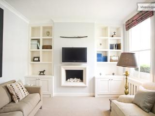 Beautiful 3 Bed with roof terrace, Slaidburn St, Chelsea - London vacation rentals