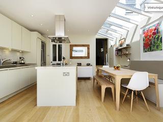Stylish, modern 3 bed family home, St Elmo Rd, Shepherd's Bush - Richmond vacation rentals