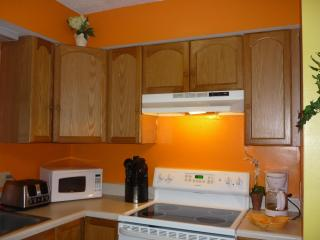 2 miles beach-walk to resto 2bed townhouse pets ok - Surfside Beach vacation rentals