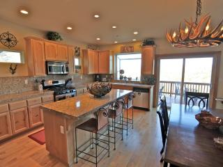 Antler Lodge - beautifully decorated home - Lake Arrowhead vacation rentals
