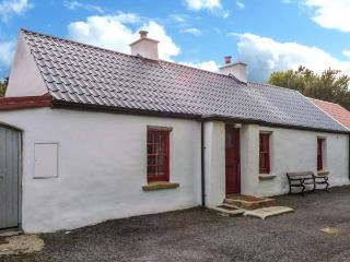 WILLOWBROOK COTTAGE, single-storey cottage, close fishing, countryside, in Askill near Bundoran, Ref 20421 - Bundoran vacation rentals