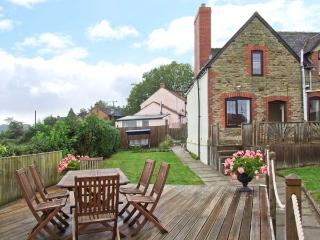TUMP VIEW, woodburning stove, WiFi, beautiful views, Decked area with furniture, close to Royal Forest of Dean, Ref 915266 - Ross-on-Wye vacation rentals