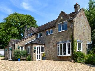 THE OLD BARN, family friendly, luxury holiday cottage, with a garden in Farley Near Alton Towers, Ref 2594 - Hollington vacation rentals