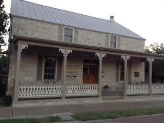 Jolly's Haus on Main Street-Waiting for Memories! - Luckenbach vacation rentals