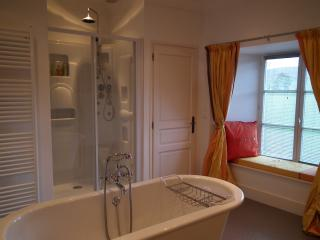 Luxury apartment 85m² in the Normandy Countryside - Thury-Harcourt vacation rentals