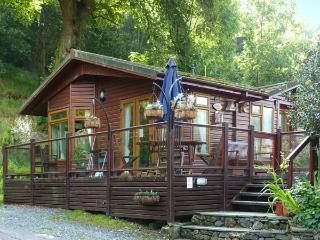 DICKENS LODGE, detached, hot tub, decking with furntiure, WiFi, near Troutbeck, Ref 916423 - Ambleside vacation rentals