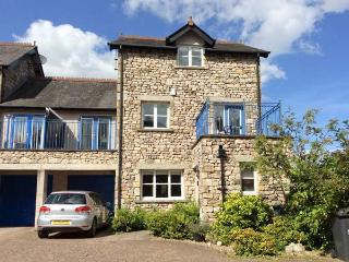 ROWAN HOUSE, WiFi, modern accommodation in the heart of Kirkby Lonsdale, Ref. 916821 - Nether Burrow vacation rentals