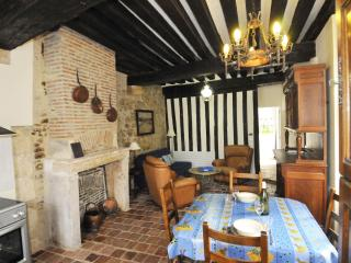 One Bdrm Centre Medieval Town - Precy vacation rentals