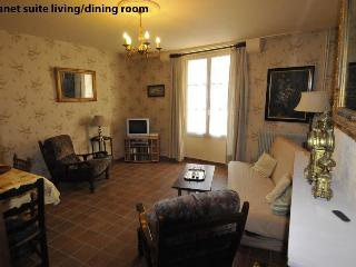 Spacious 2 BDR Centre Old Town - Burgundy vacation rentals