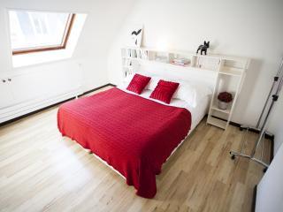 Outstanding 2 Bedroom at Boissy d'Anglas in Paris - Paris vacation rentals