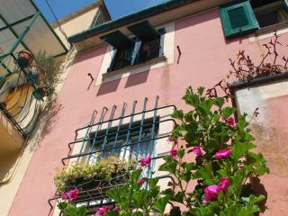 Cozy 3 story house in Cinque Terre (Bonassola) - Lavagna vacation rentals