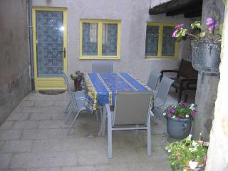 Cosy 2 BDRM Old Town Centre - Burgundy vacation rentals