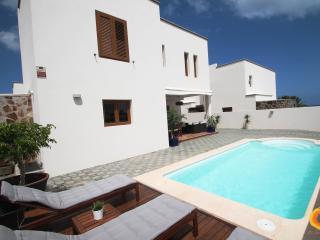 Villa de lujo - Costa Teguise vacation rentals