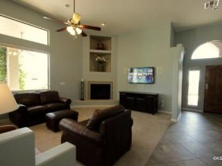 Spacious Private Home in Oro Valley with Three Bedrooms an Office and a Salt Water Pool - Tucson vacation rentals