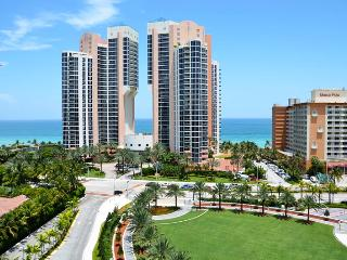 Lovely 1 Bedroom Ocean View ! Across From Beach ! - Sunny Isles Beach vacation rentals