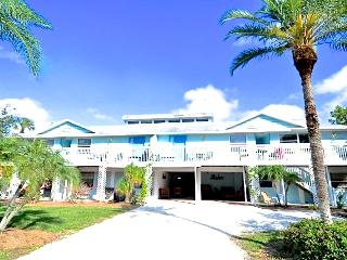 Old Man and the Sea Inn 1BR- 1 marlin from sand! - Siesta Key vacation rentals