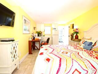 Our Top Location! The Siesta Key Village Studio. - Siesta Key vacation rentals