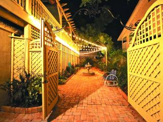 VOTED #1 BY SRQ MAGAZINE- Poet Carriage House (S) - Sarasota vacation rentals