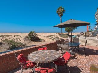 414 A East Oceanfront- Lower 3 Bedroom 2 Baths - Newport Beach vacation rentals