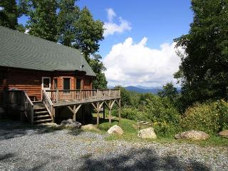 A Mountain Jewel multi-level log home , great view, sleeps 10 - Blowing Rock vacation rentals