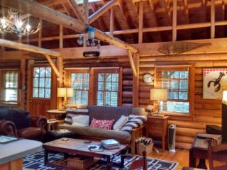 Cedar Log Cabin in Boothbay Harbor, Maine - Boothbay Harbor vacation rentals