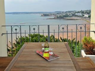 Apartment 15 Astor House Warren Road Torquay TQ2 5TRTwo bedroom family apartment sleeping 4 - Teignmouth vacation rentals