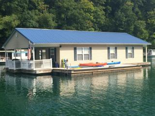 Attitude Adjustment - Norris Lake Floating House - La Follette vacation rentals