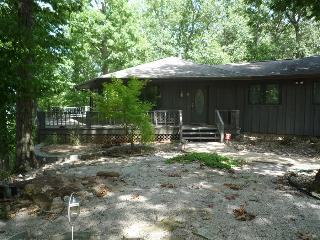 Barnett's Bluff ~  Secluded ~ Overlooks White River ~ Close to Bull Shoals Lake! - Oakland vacation rentals