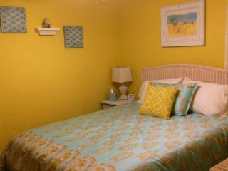 New Listing! Flat Screen Hd TV'S, NFL Pkg Adorable!! - Ormond Beach vacation rentals