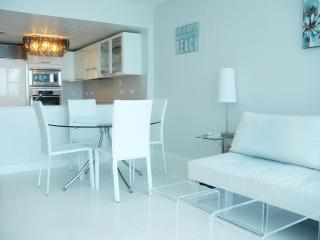 Beachfront 1 Bedroom Apartment in Miami Beach - Miami vacation rentals