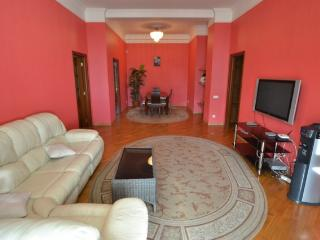 2bdr at Bessarabskaya sq. ID 974 - Kiev vacation rentals