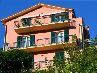 Room with Garden near Cinque Terre and Portofino - Leivi vacation rentals