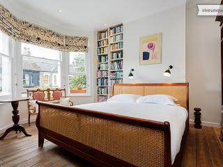 Charming 5 bed, Keith Rd, Shepherd's Bush - Richmond vacation rentals