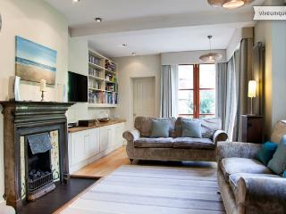 5 bedroom townhouse, Savernake Road, Hampstead - London vacation rentals