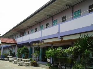Uwe and Wantana's Apartments in Pattaya-Jomtien - Pattaya vacation rentals