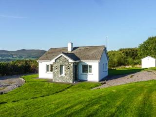 BALLINAKILLA LOWER, single-storey, open fire, mountain views, close to Ring of Kerry and Glenbeigh, Ref 916549 - Cahersiveen vacation rentals
