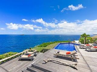 Beautiful Villa Domingue has dramatic ocean views, fitness room and housekeeping - Pointe Milou vacation rentals