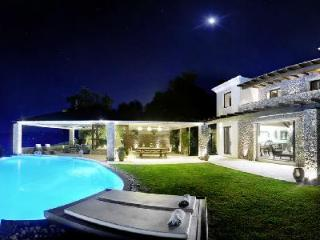 Stunning hilltop Villa Edoardo with pool, hot tub & daily maid - 5 min to beach - Corfu vacation rentals